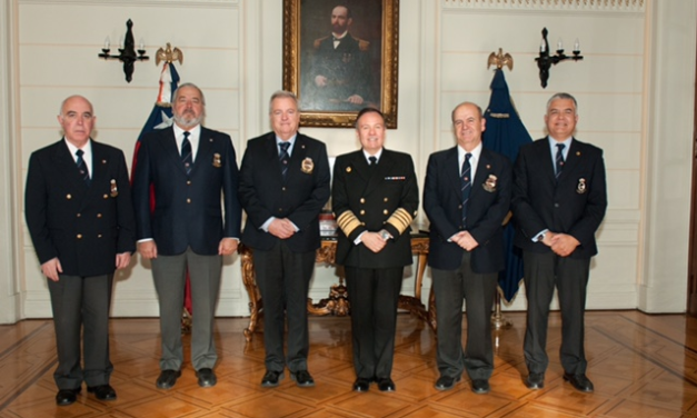 Saludo de la Directiva al Comandante en Jefe de la Armada
